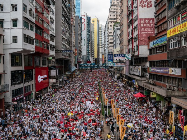 HongKong protesters stand up for their rights. photo: Vox